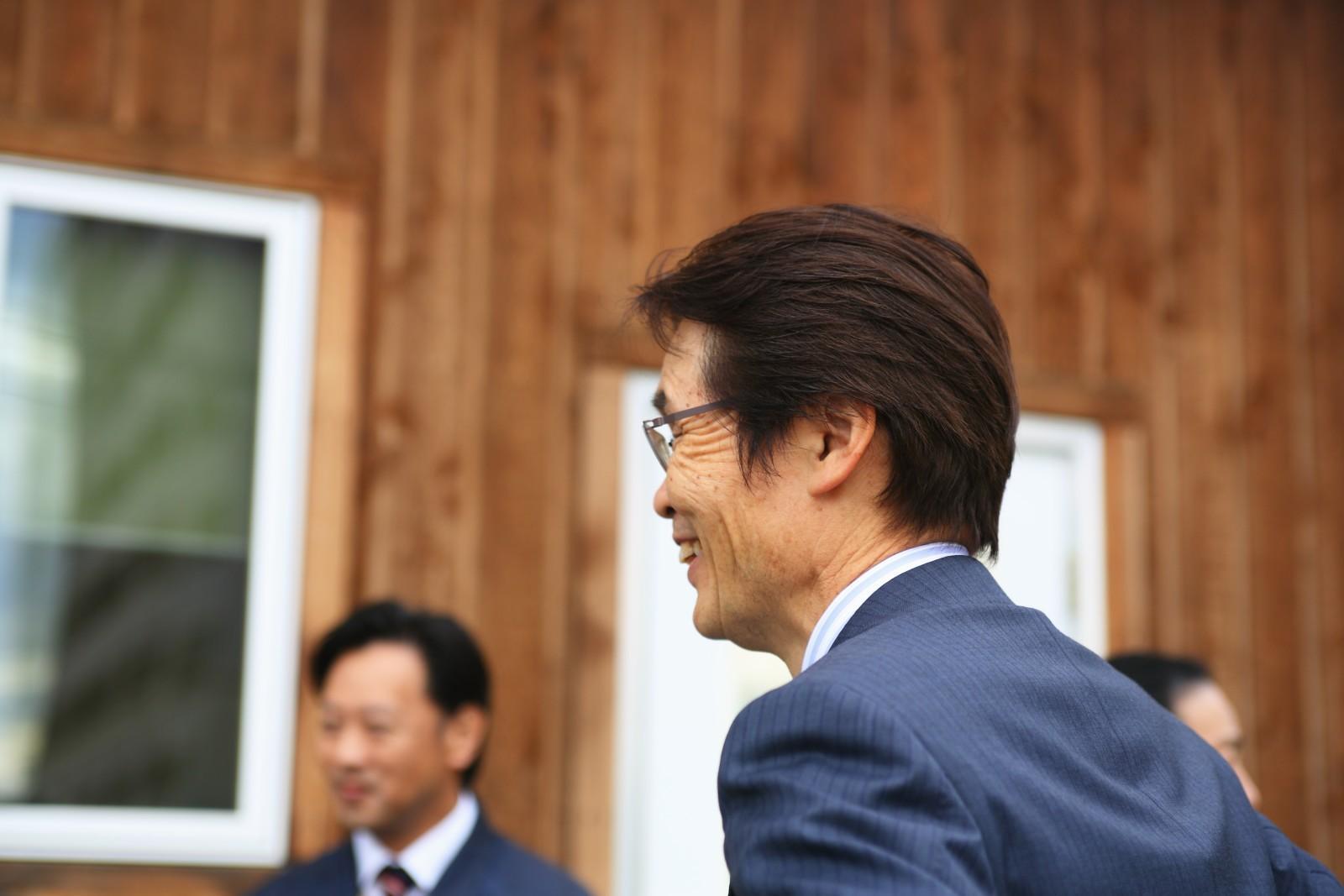 代表藤野とアイエのスタッフ