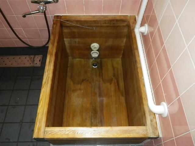 木製風呂場のハウスクリーニング施工後